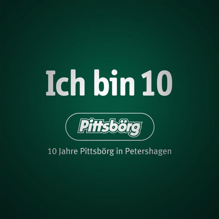 Ich bin 10 Slogan zum Pittsbörg-Jubiläum Logo weiß auf grün HKS56
